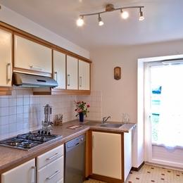 Cuisine équipée et fonctionnelle - Location de vacances - Amendeuix-Oneix