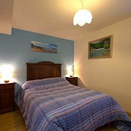 chambre bleue lit 140 cm - Location de vacances - Amendeuix-Oneix