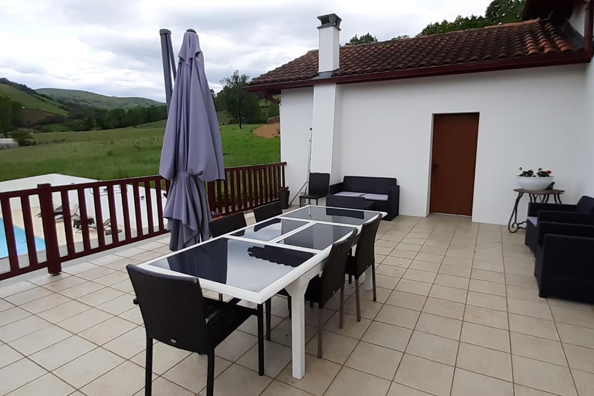 Maison Zubiatia - terrasse - Chambre d'hôtes - Saint-Jean-le-Vieux