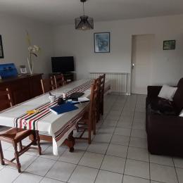 Maison Zubiatia - espace repas - Chambre d'hôtes - Saint-Jean-le-Vieux