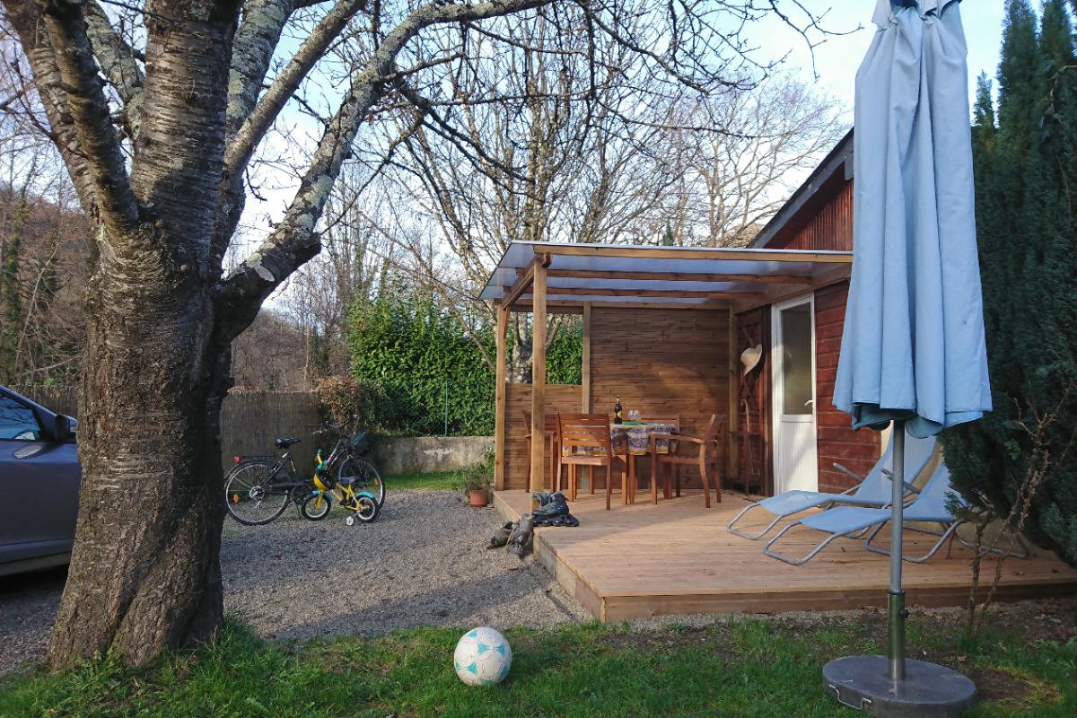 Jardin privatif et terrasse semi couverte - Location de vacances - Ger