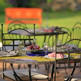 dîner sur la terrasse - Chambre d'hôtes - Vic-en-Bigorre