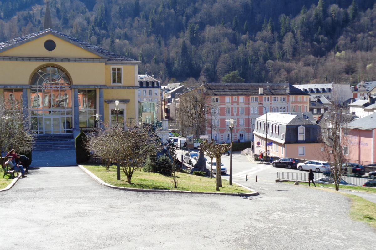 vue de la résidence depuis les Thermes César - Location de vacances - Cauterets