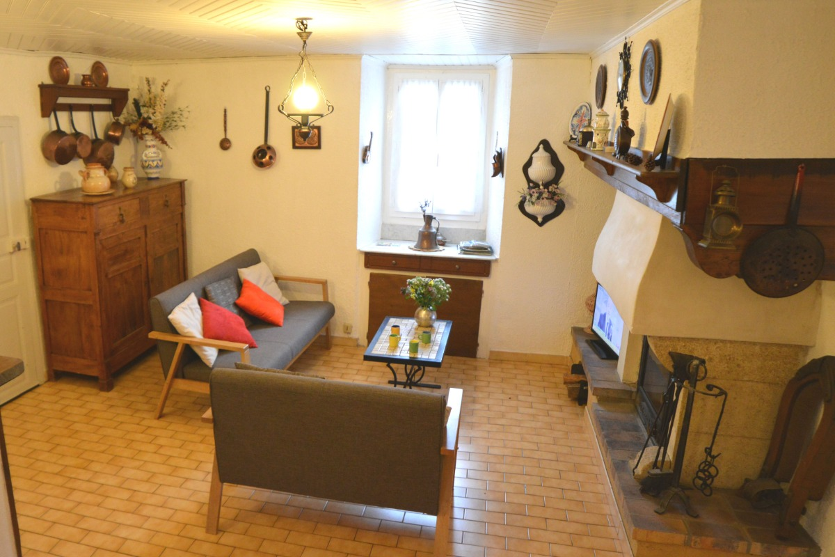 La pièce de vie et l'espace salon - Location de vacances - Arrens-Marsous