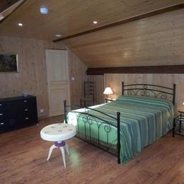 Chambre à l'étage - Location de vacances - Benqué