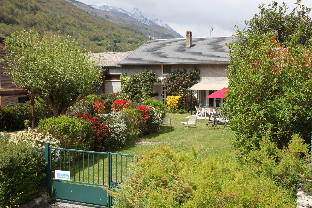 Été : coté sud en fleurs - Location de vacances - Luz-Saint-Sauveur
