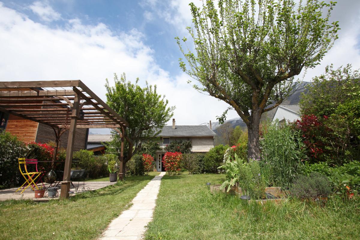 Pergola et entrée de la maison. - Location de vacances - Luz-Saint-Sauveur