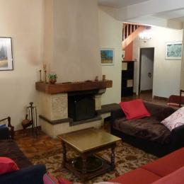 Salon coin cheminée d'âtre RDC - Location de vacances - Luz-Saint-Sauveur