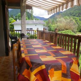 table sur balcon - Location de vacances - Arreau