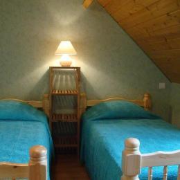 Chambre 2 lits en 90 - Location de vacances - Bun