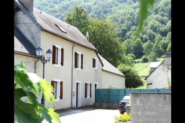 Location appartement rez de chaussée avec jardin  - Location de vacances - Luz-Saint-Sauveur