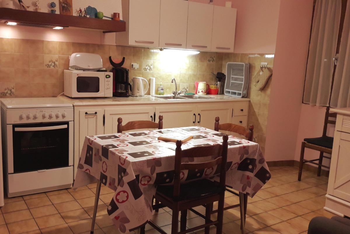 Cuisine - salon - Location de vacances - Luz-Saint-Sauveur