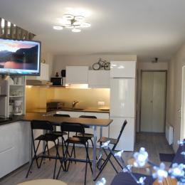 Confortablement installés pour regarder la télé... ou pour participer à la préparation du repas... - Location de vacances - Saint-Lary-Soulan