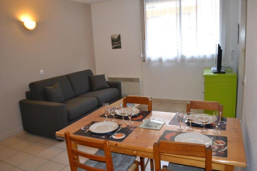 Espace repas et coin salon - Location de vacances - Cauterets