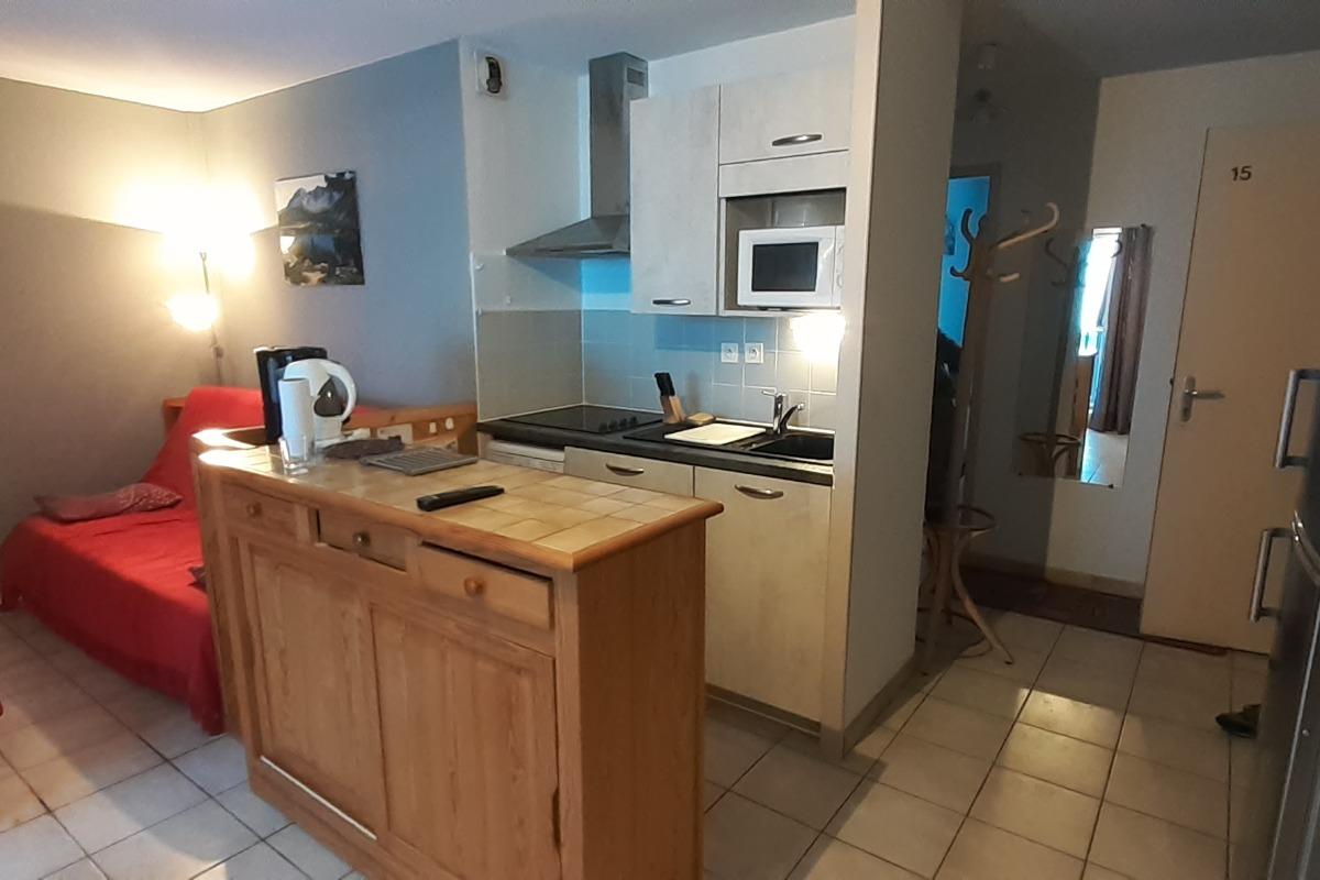 Le coté cuisine avec lave vaisselle - Location de vacances - Luz-Saint-Sauveur