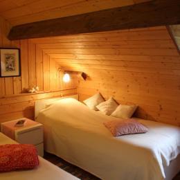 Aster des Pyrénées - 1er étage - Chambre 2 - Location de vacances - Bagnères-de-Bigorre