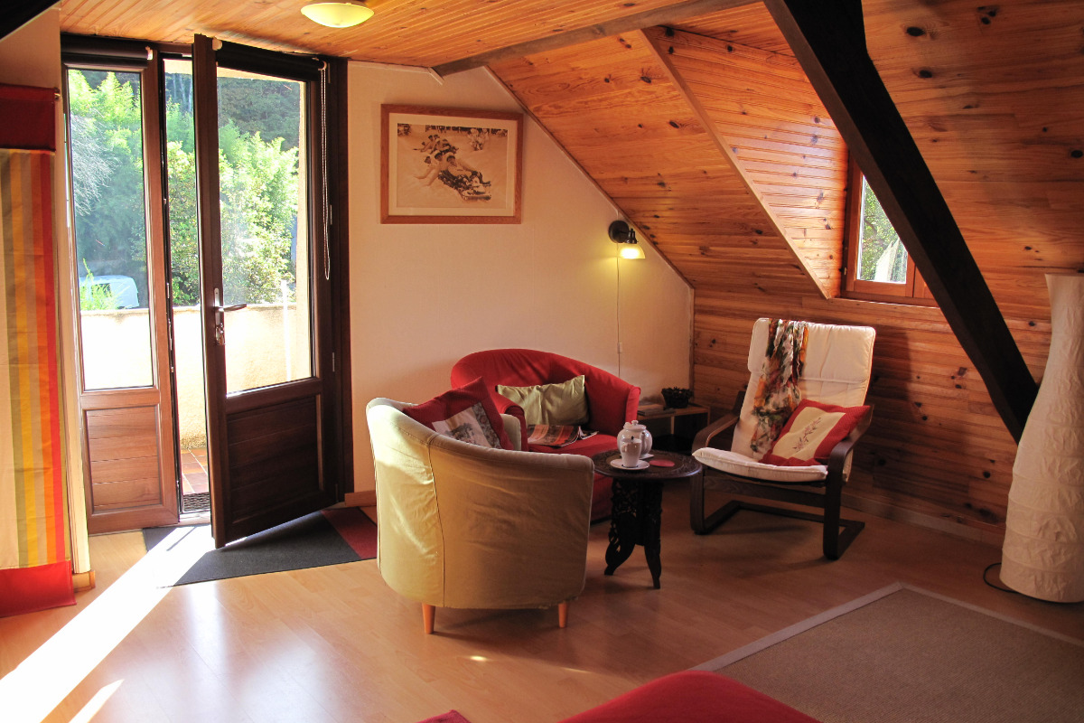 Studio Joubarbe - Pièce à vivre - Coin salon - Location de vacances - Bagnères-de-Bigorre