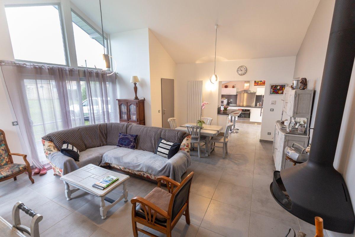 Salon avec cheminée suspendue Focus - Location de vacances - Barbazan-Debat