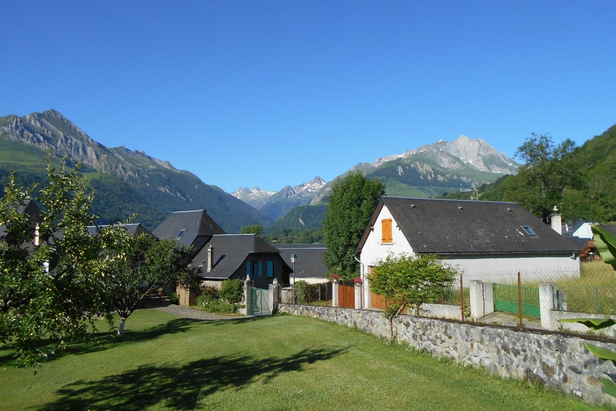 Les Gabizos et le Pic du Midi d'Arrens, vus depuis le jardin - Location de vacances - Aucun