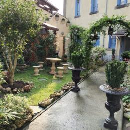 Espace cuisine et repas - Location de vacances - Lourdes