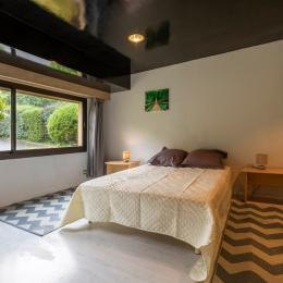 le salon avec vue sur piscine - Location de vacances - Lourdes