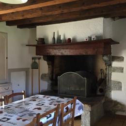 cheminée et accès cellier - Location de vacances - Sainte Marie De Campan