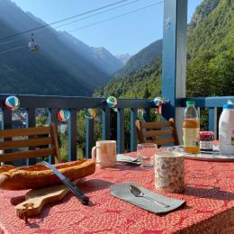Balcon terrasse vue sur montagne et village de Cauterets - Location de vacances - Cauterets