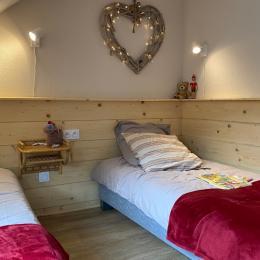 Ambiances montagne pour la chambre enfants à l'étage avec ses 2 lits 90cm (matelas latex et sommiers neufs) - Location de vacances - Cauterets