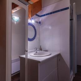 Salle de bain avec douche - Location de vacances - Saint-Lary-Soulan