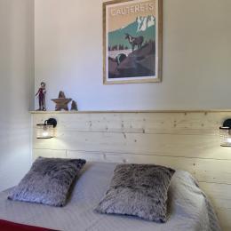 Chambre adulte avec fenêtre - Location de vacances - Cauterets