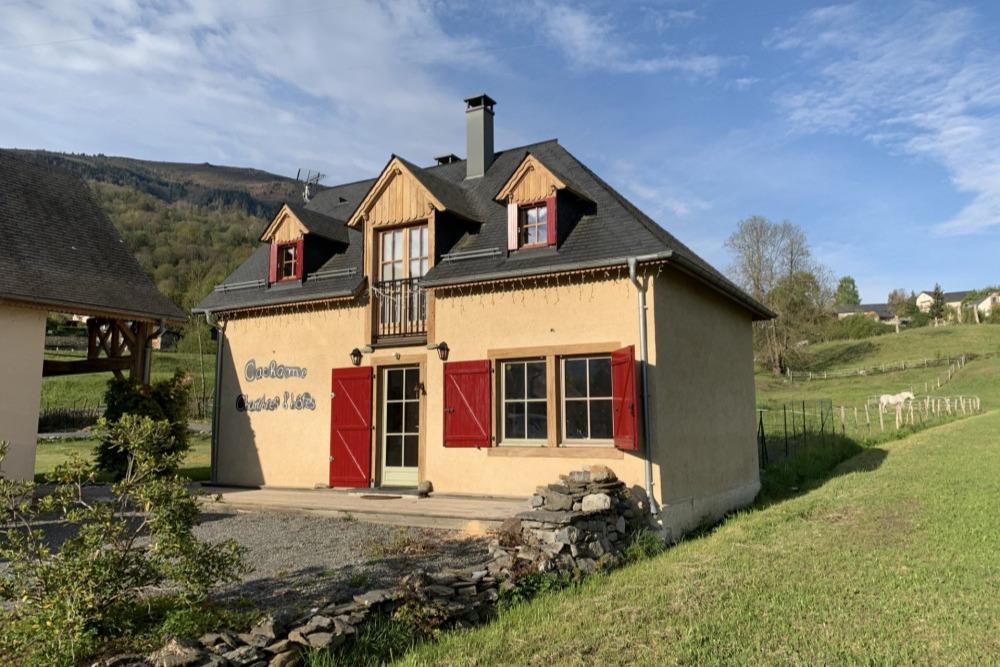Chambres d'Hôtes Cachame pleine de charme et d'élégance construite en chanvre dans un esprit montagnard - Chambre d'hôtes - Arcizans-Avant
