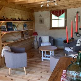 Salon détente à disposition des hôtes  - Chambre d'hôtes - Arcizans-Avant