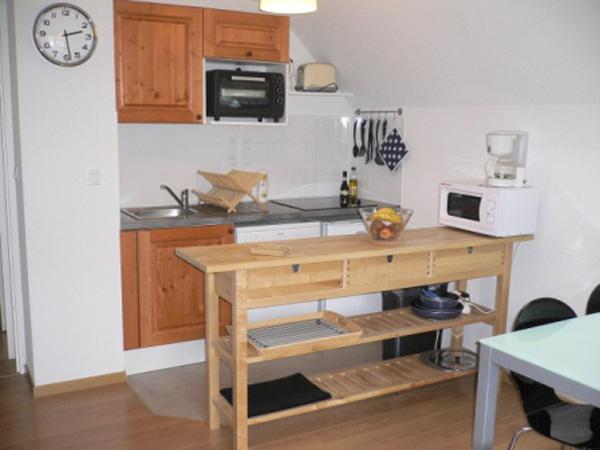 Le coin cuisine : Micro-ondes, four, lave vaisselle... - Location de vacances - Loudenvielle