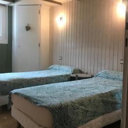 chambre 2 lits 1 personne - Location de vacances - Betpouey