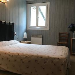 chambre 1 lit 2 personnes - Location de vacances - Betpouey