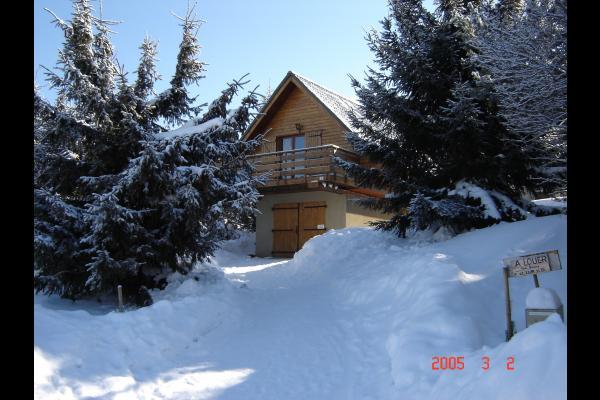 entrée chalet en hiver - Location de vacances - Matemale