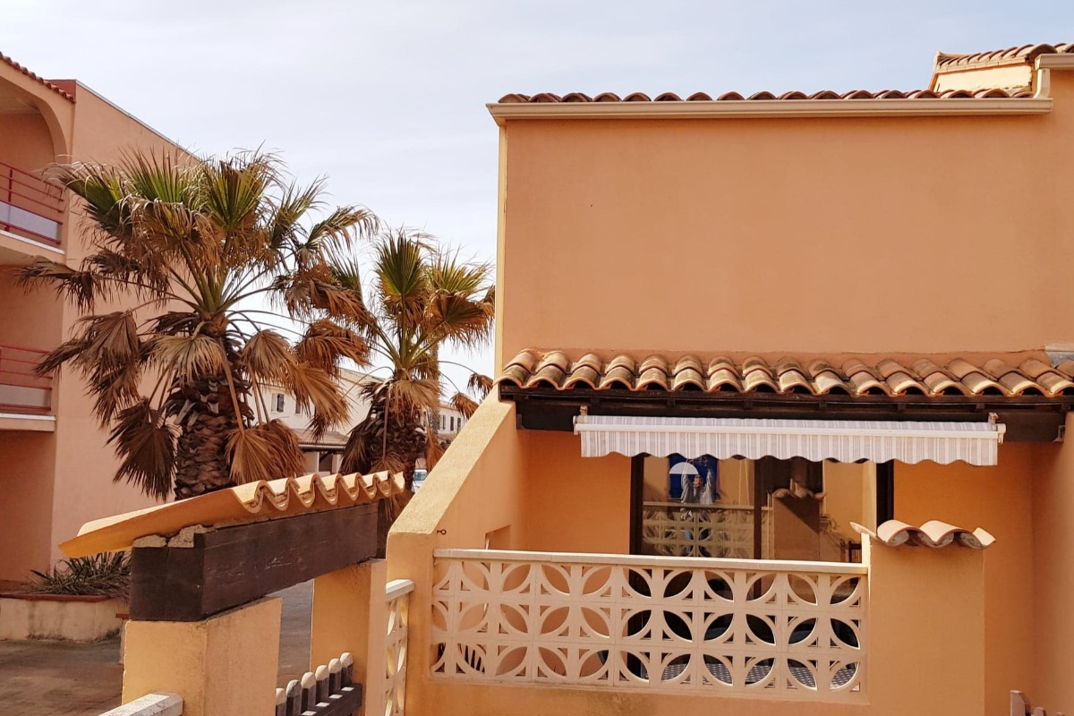 Façade d'entrée et direction plage. - Location de vacances - Sainte-Marie