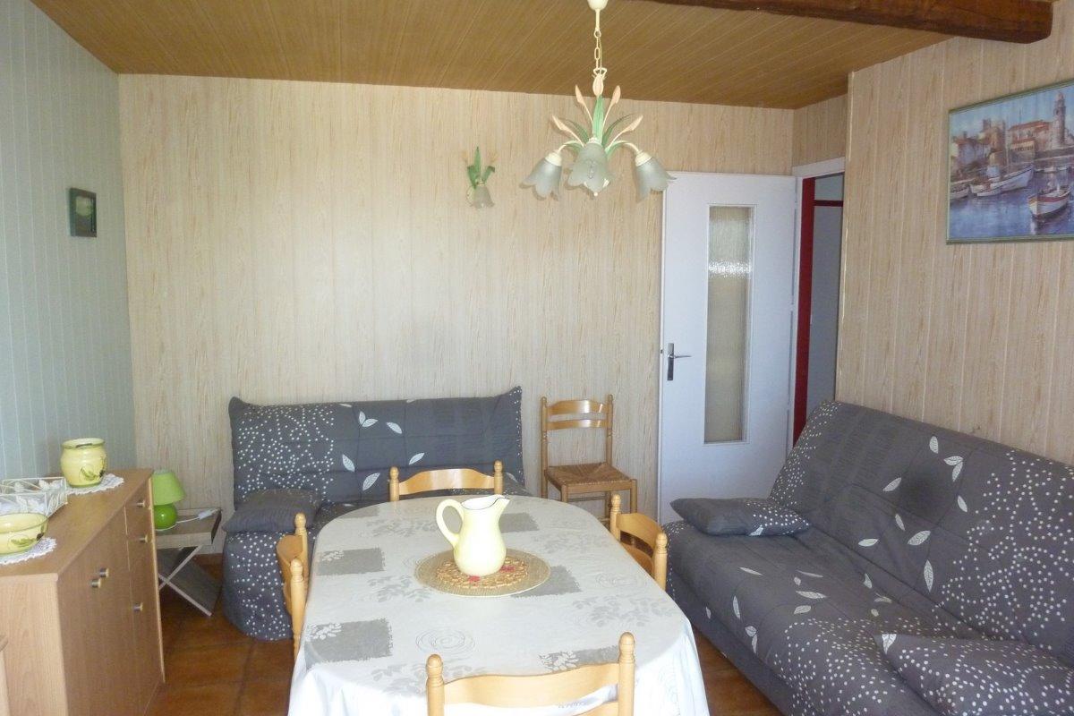 séjour 2 eme vue pour voir les 2 autres couchages et apprécier la surface de la pièce - Location de vacances - Argelès-sur-Mer