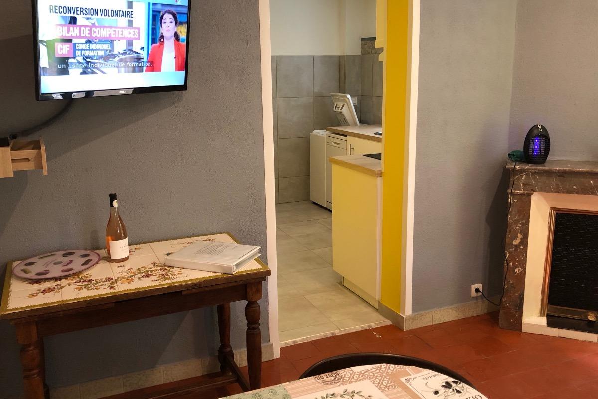 Salon salle à manger télévision grand écran  - Location de vacances - Amélie-les-Bains-Palalda