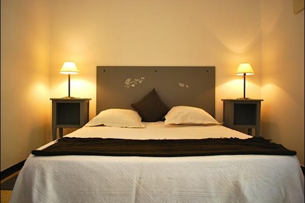 chambre lit 2 personnes - Location de vacances - Prades