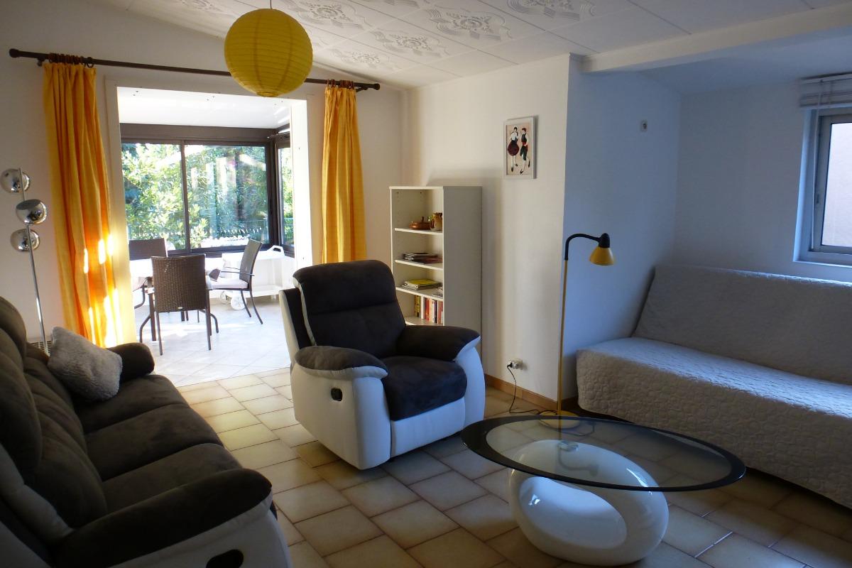 le séjour, en prolongation la véranda  - Location de vacances - Argelès-sur-Mer