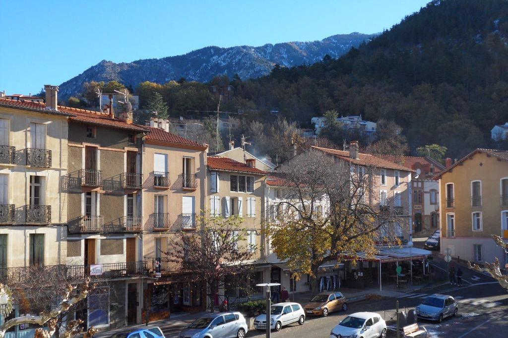 Vue sur la place depuis le balcon - Location de vacances - Vernet-les-Bains