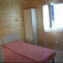 chambre enfants avec deux lits séparables  et une petite armoire - Location de vacances - Fuilla