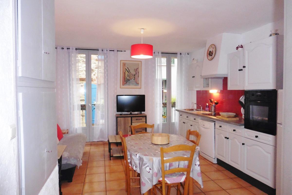 Séjour côté fenêtres - Location de vacances - Collioure