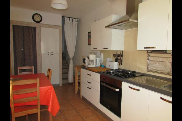 Séjour / coin cuisine équipée au rez de chaussée - Location de vacances - Corneilla-de-Conflent