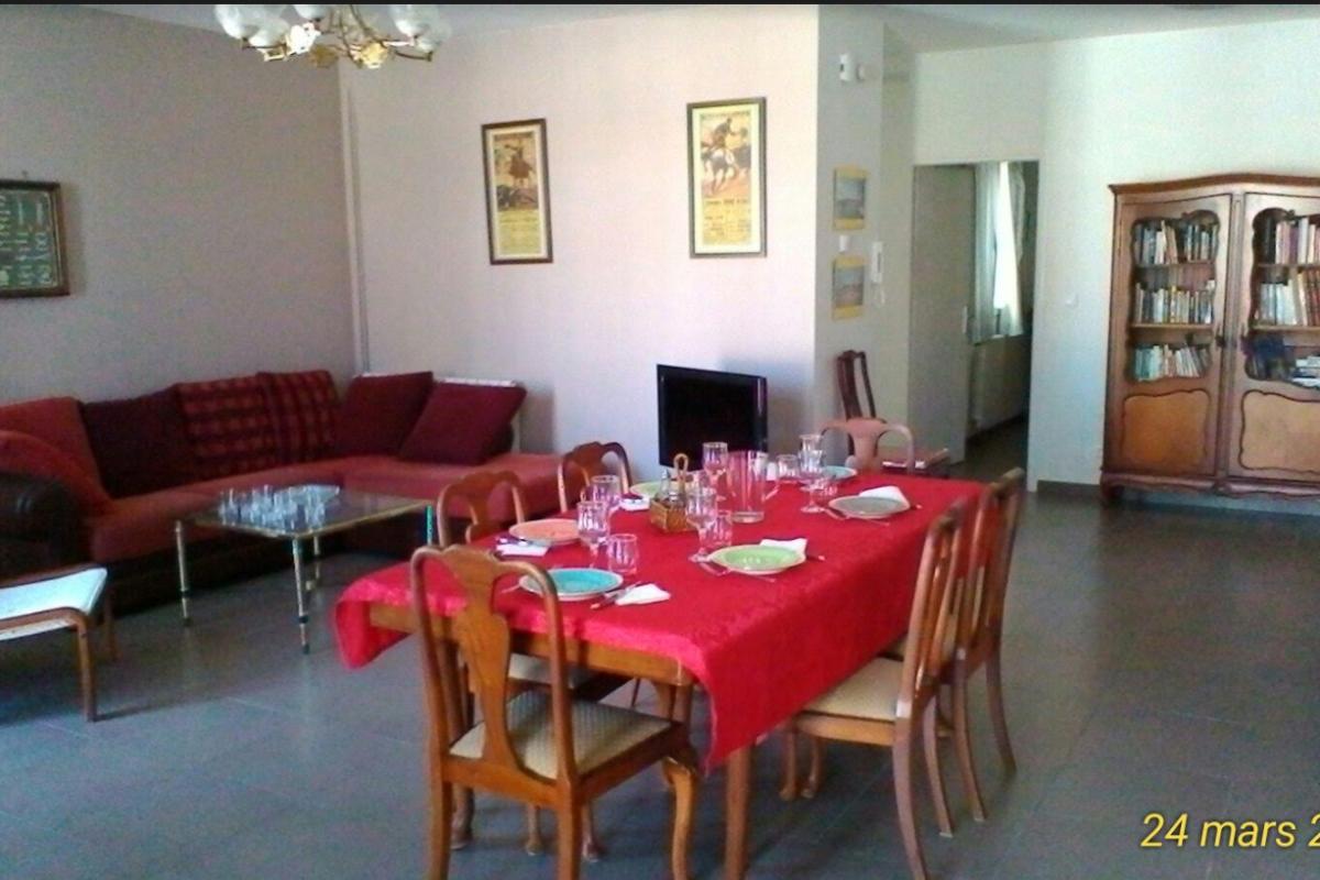 La salle à manger et le coin salon - Location de vacances - Port-Vendres
