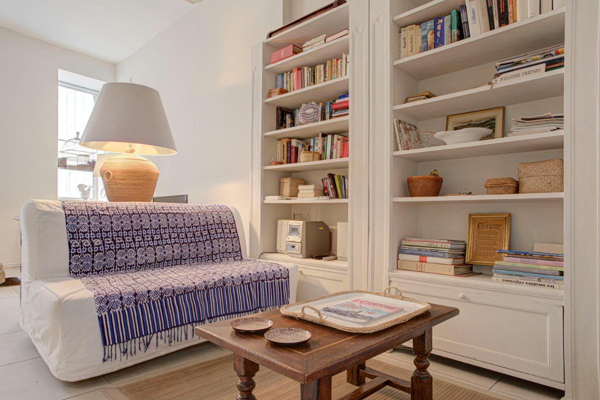 Le palier du 1er étage et la porte de l'appartement - Location de vacances - Perpignan