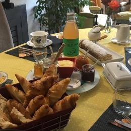 Table petit-déjeuner  - Chambre d'hôtes - Néfiach
