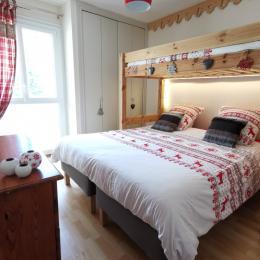 chambre 2 - 3 lits (dont 1 lit gigogne) - grand placard + commode - Location de vacances - Font-Romeu-Odeillo-Via