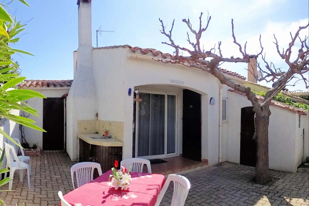 Entrée du pavillon côté allée de la résidence - Location de vacances - Le Barcarès